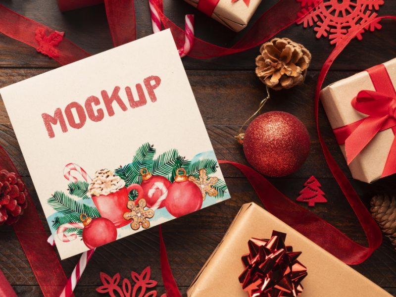 圣诞模型与可爱的盒子免费Psd圣诞节在壁炉附近安置的礼物盒